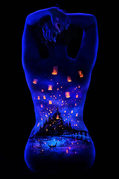 John-Poppleton-body-painting-black-light-2_odpv1a